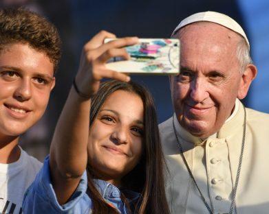 """Do """"like"""" ao """"amém"""": mensagem do Papa para o Dia das Comunicações Sociais"""