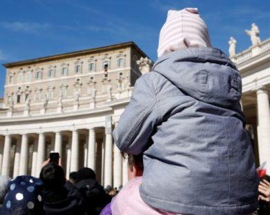 Papa: esforço conjunto para combater grave flagelo da violência contra menores