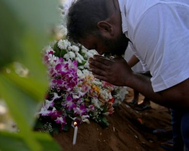 Sri Lanka chora as vítimas do massacre de Páscoa