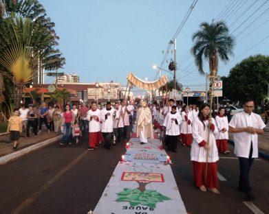 Tapetes enfeitam centro de Jales na solenidade do Corpus Christi