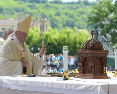 Papa beatifica 7 bispos: mártires da fé que deixaram ao povo romeno uma herança preciosa