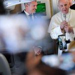 Convite de Francisco no voo para a África: rezar pela tragédia nas Bahamas