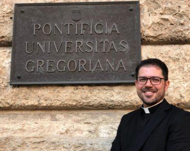 Padre Edvagner defende sua tese de doutorado em Roma