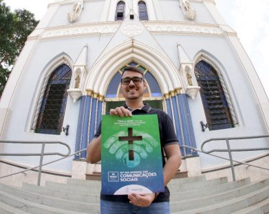 Agente da Pascom de Olímpia vence concurso nacional de identidade visual do Dia Mundial das Comunicações Sociais 2021